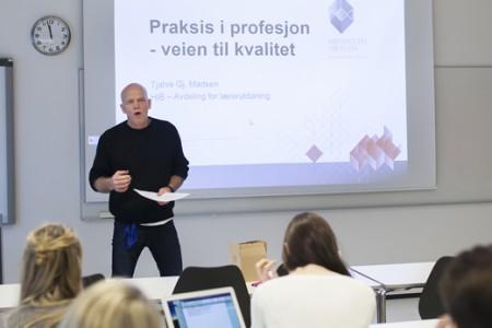 Tjalve Madsen fra HiB er kjent som engasjert foredragsholder.