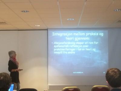 Professor Marit Ulvik i gang med presentasjonen sin.